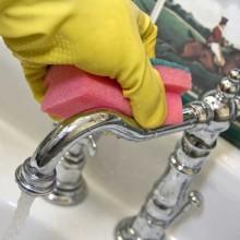 Как убрать известковый налет в ванной