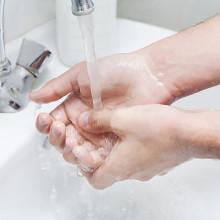 Чем отмыть чернила с кожи рук