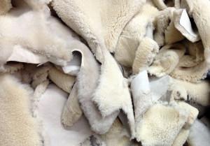 Как почистить овчину