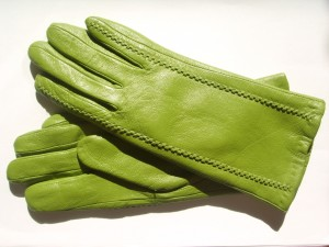 Чистим кожаные перчатки