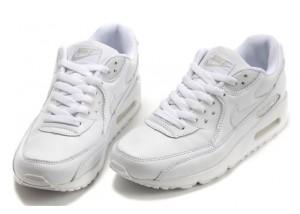 Чистим белые кроссовки