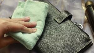 Чистка кожаных сумок