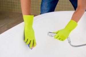 Как помыть ванну и не повредить эмаль