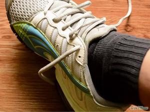 Растягиваем кроссовки