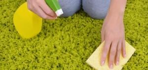 Как почистить ковер от пятен воска