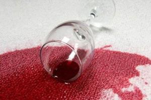 Выводим пятна от вина