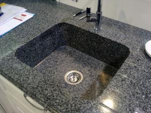 Как и чем мыть раковину из камня