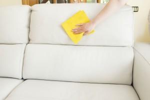 Чем отмыть светлый кожаный диван