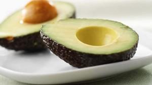 Как чистить авокадо от кожуры