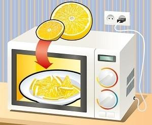 Очищаем микроволновку лимоном