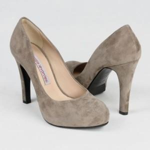 Растягиваем замшевую обувь