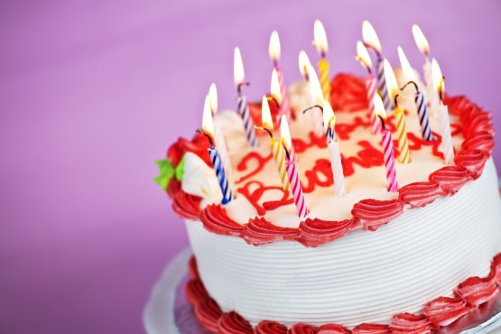 Свечи в торте или на столе понравятся имениннику
