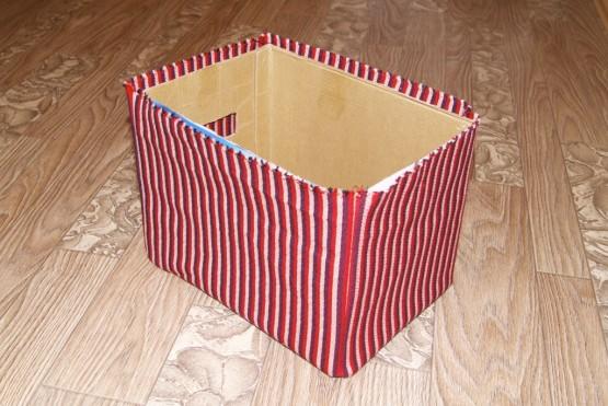 Шаг 3 - обклеить тканью коробку