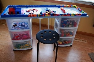 Стол с ящиками для игрушек