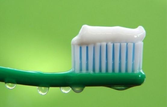 Зубная паста помогает бороться с потемнением мельхиора