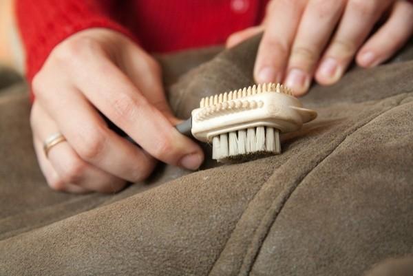 Чем почистить замшевую дубленку в домашних условиях
